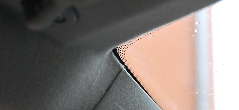 Miért vannak azok a kis pontok az autóüvegek szélén?