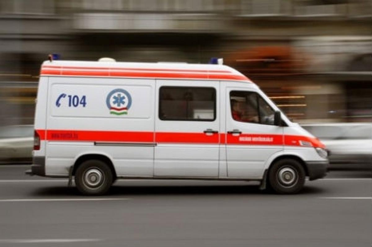 Autóbalesethez riasztotta valaki a mentőket, a helyszínen derült ki, hogy csak poénnak szánta