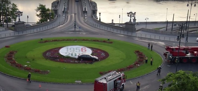 Videó: A Clark Ádám téri virágágyás kellős közepén landolt egy kocsi