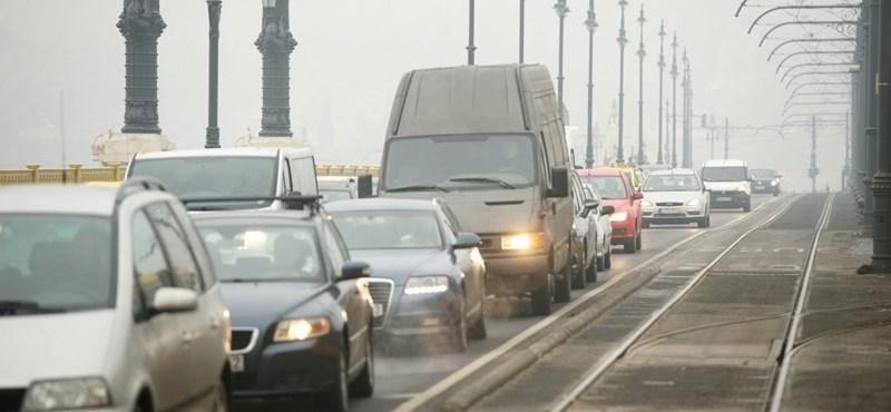 Megkaphatják az ingyen-BKV-zást az autósok