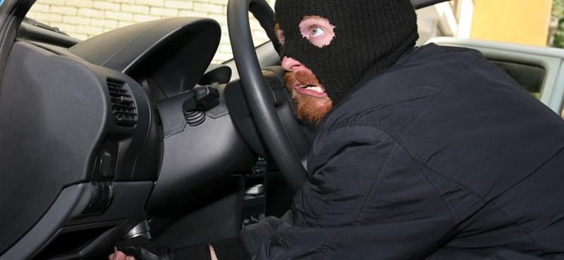 Autótolvajt keres a rendőrség, videó is van róla