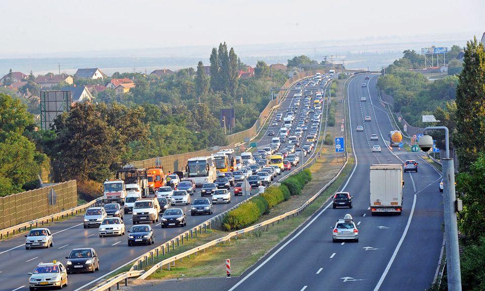 Fontos határidő közeleg az autósok számára