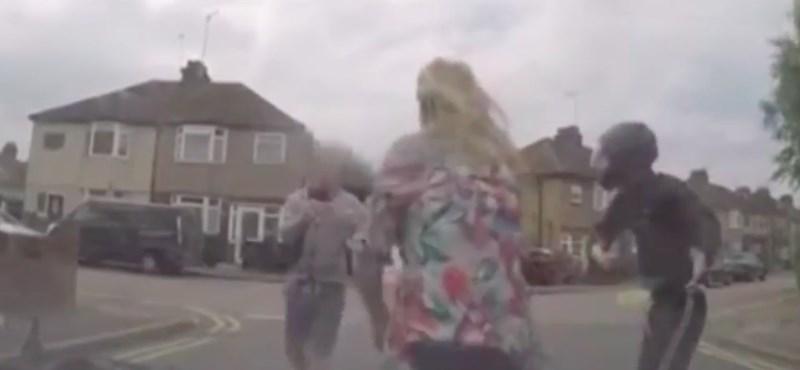 Videó: úgy csinált a motoros, mintha elütnék, de ami utána történt, azon csak nevetni lehet