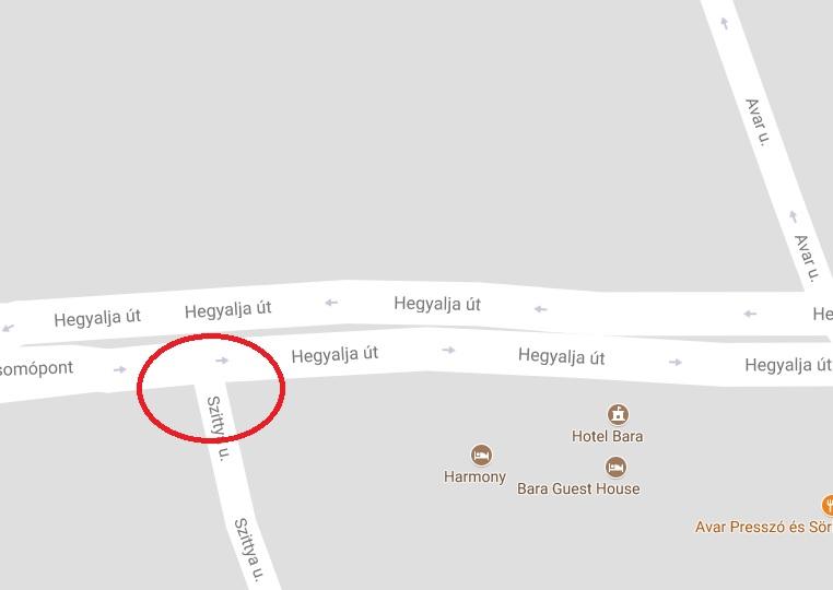 Az Izabella utcánál és a Hegyalja úton is motorbaleset történt. Mindkét környéken félpályás lezárás van.