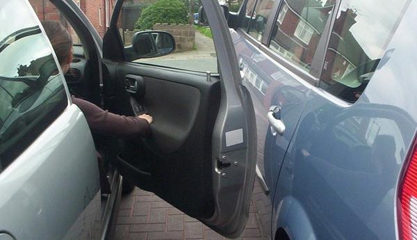 Tudtad??? Ha rányitod az ajtót a parkolóban egy autóra, nem fizeti a köteleződ!