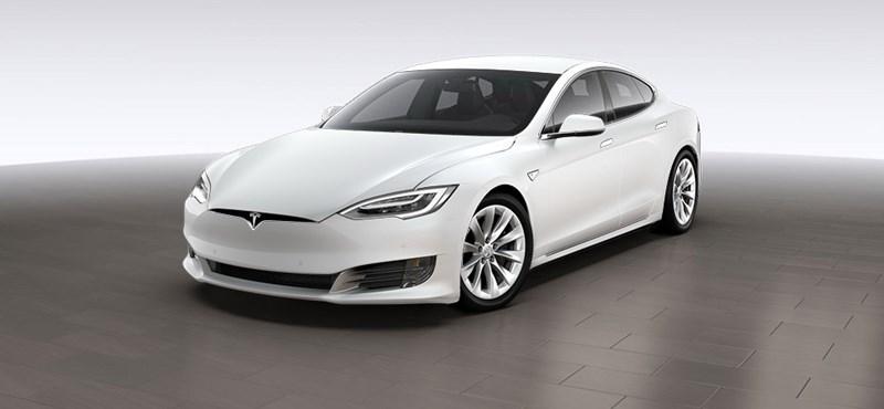 A Tesla távolról belepiszkált a floridai autók agyába, hogy könnyebb legyen elmenekülni az Irma hurrikán elől