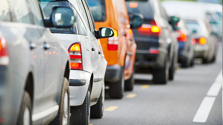 Japán szeretne végleg leszámolni a benzines autókkal