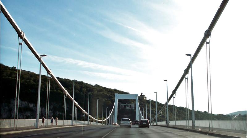 Lezárják az Erzsébet hidat vasárnap éjszakára közműmunka miatt