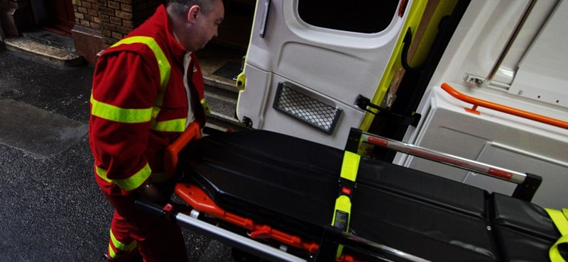 Ilyen is van: taxis üvölti le az éppen életet mentő mentősöket