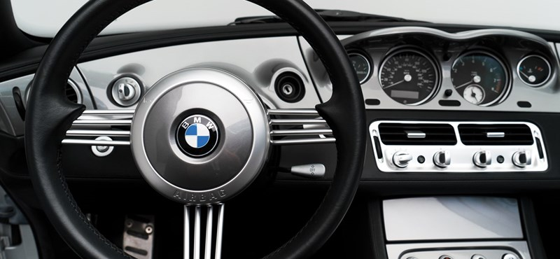 Eladó Steve Jobs BMW-je, amit imádott – benne egy különleges telefonnal, amit viszont utált