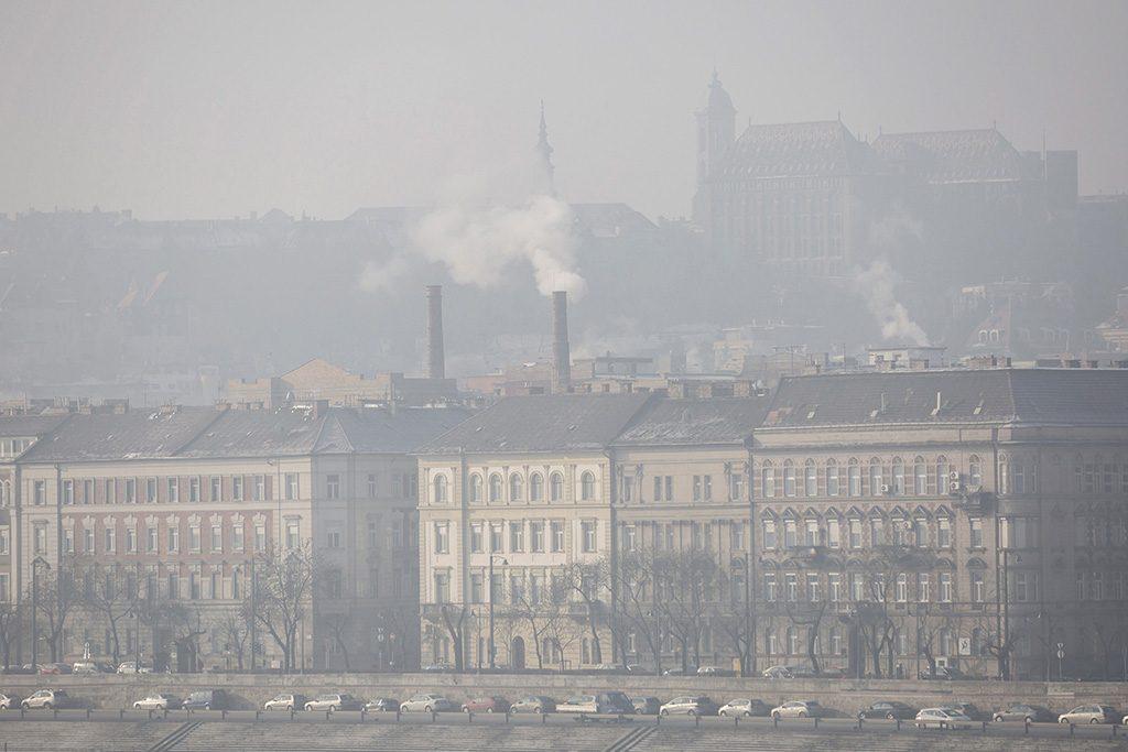 Alacsony károsanyag-kibocsátású no-go zónák lennének Budapesten