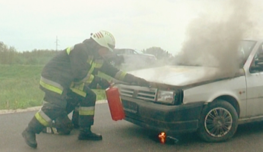 Kiégett egy autó az M0-son