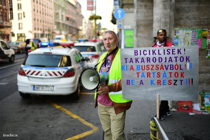 Ma reggel tüntetés volt a Rákóczi úton!