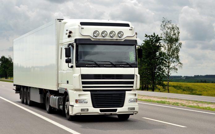 Túl öreg volt a teherautó sofőrje a vezetéshez, ezért 1200 eurós bírságot kapott