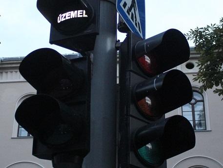 Új intelligens közlekedési rendszerek segítik az autósokat Győrben