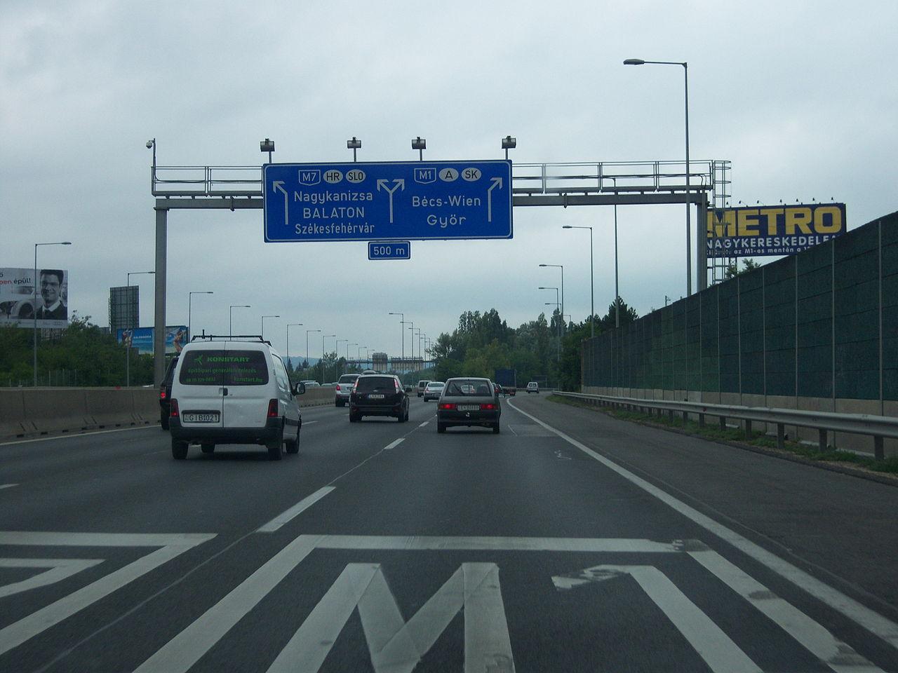 M1-es külsősáv – Egy autópályán EZ NEM FÉR BELE!
