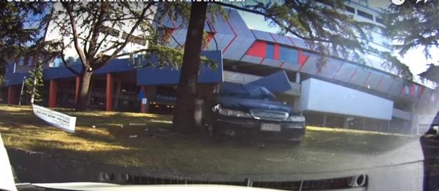 Parkolóban törték rommá az autóját, a fedélzeti kamera rögzített mindent