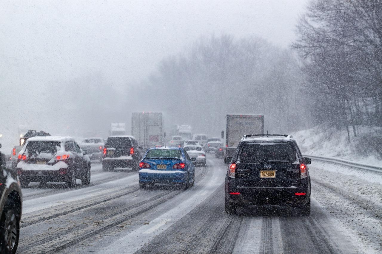 Itt a tél, az autósok mégis száguldoznak az utakon