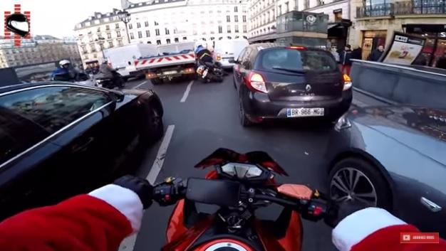 Elütött egy gyalogost! Elképesztő üldözést vett videóra a télapó Párizsban!