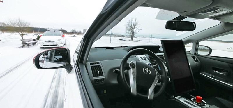 Videó: Mit kezd a havazással egy önvezető autó?