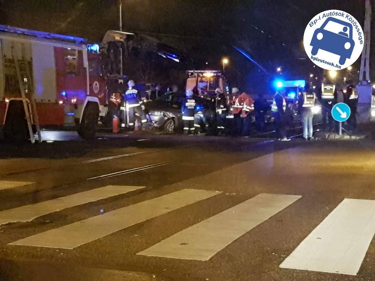 Személyautók ütköztek a fővárosban