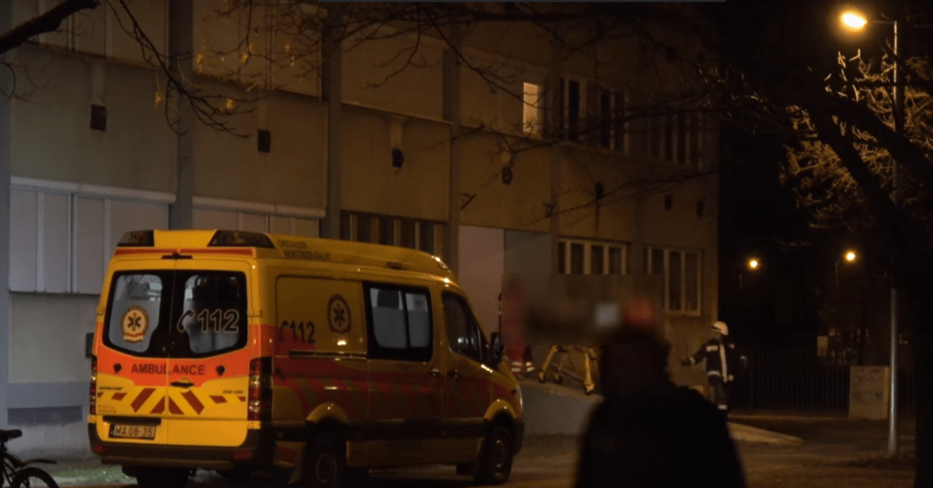 Tilosban parkoló autó akadályozta egy életveszélyben lévő férfi mentését
