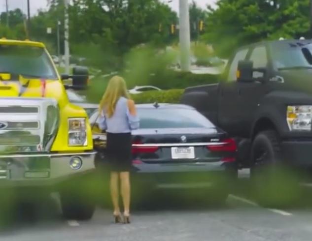 Meg akarták szivatni a BMW-s hölgyet, de az eredmény nem pont az lett amit vártak