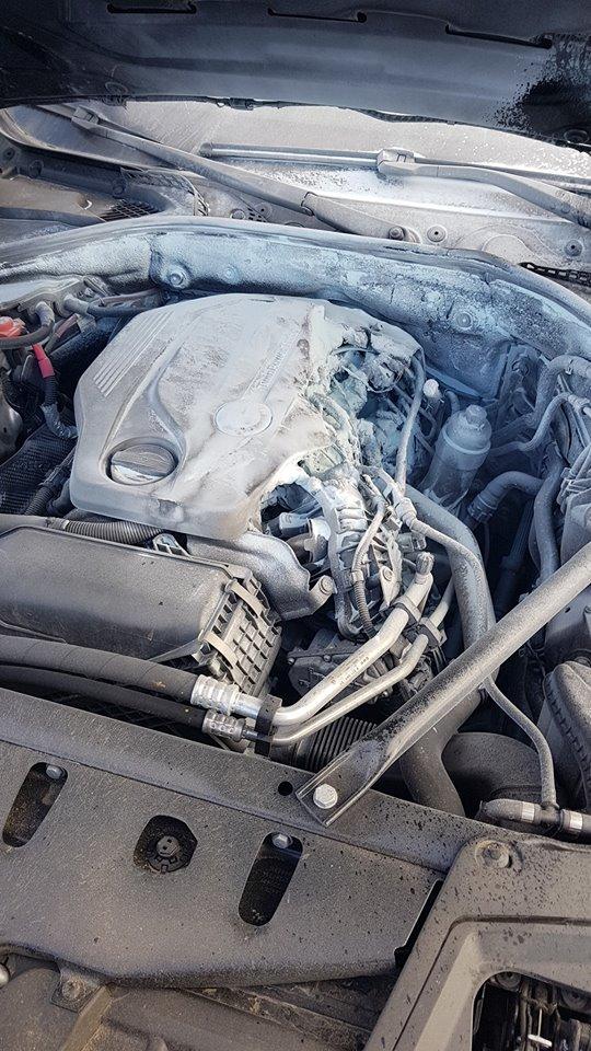 M3-ason lángoló BMW-n segített a kamionos