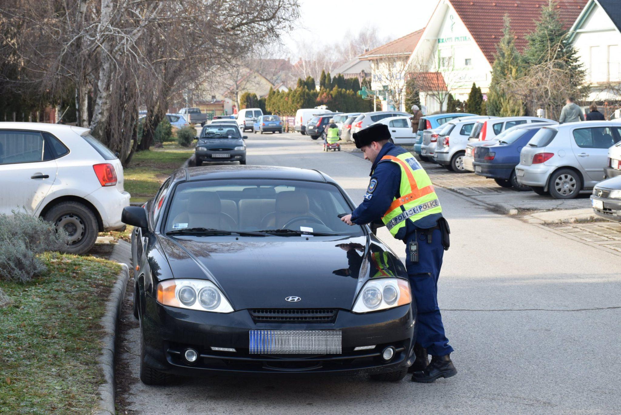 Elegük lett a rendőröknek – minden autóst megbüntetnek a Balatonnál