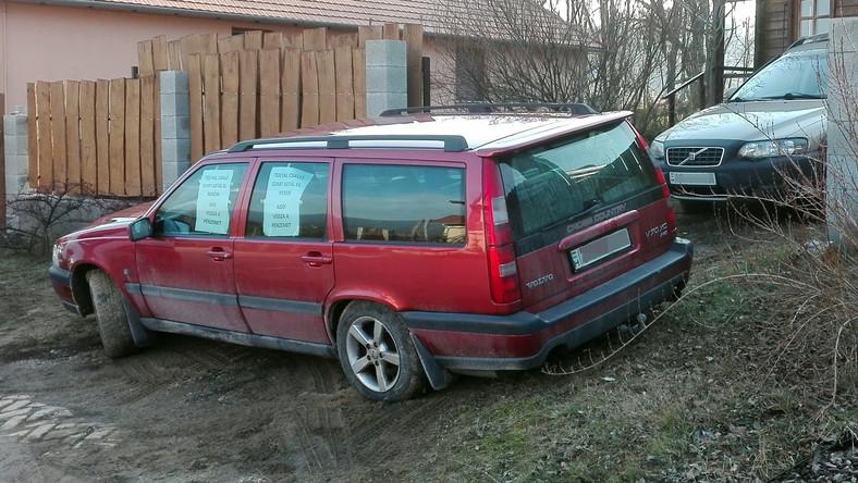 Elfoglalta az eladott autóval a régi tulaj kertkapuját az elégedetlen vevő Pilisszentkereszten