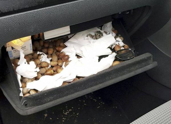 Nehezen váltott a kocsi, a kesztyűtartóban találta meg a hibát