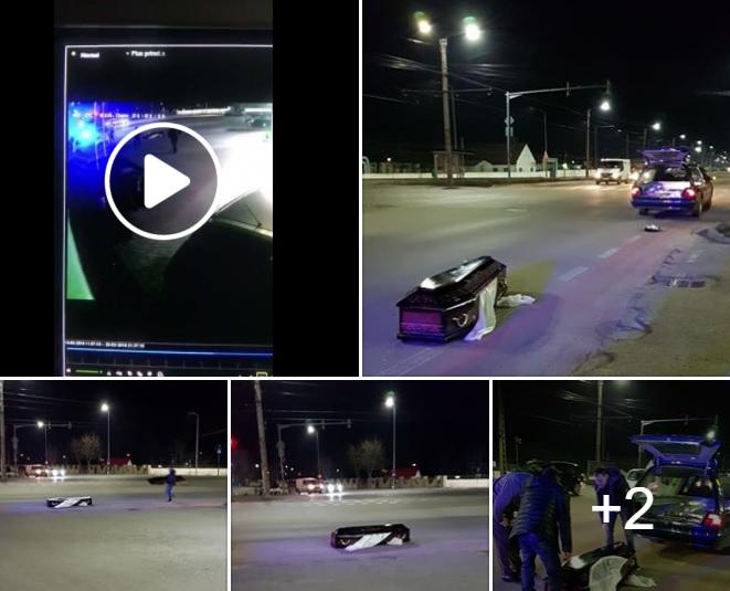 Halottal együtt esett ki az autóból a koporsó a főútra