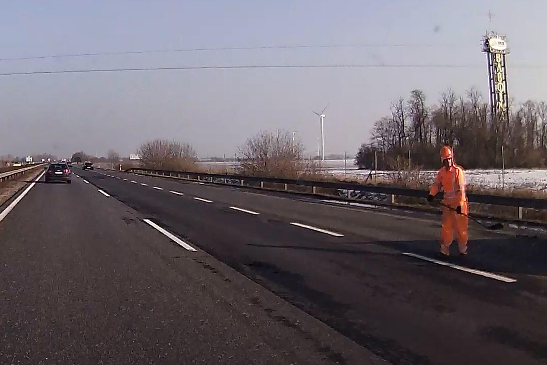 ATYAÉG: Életveszélyes útjavítás az M1-esen