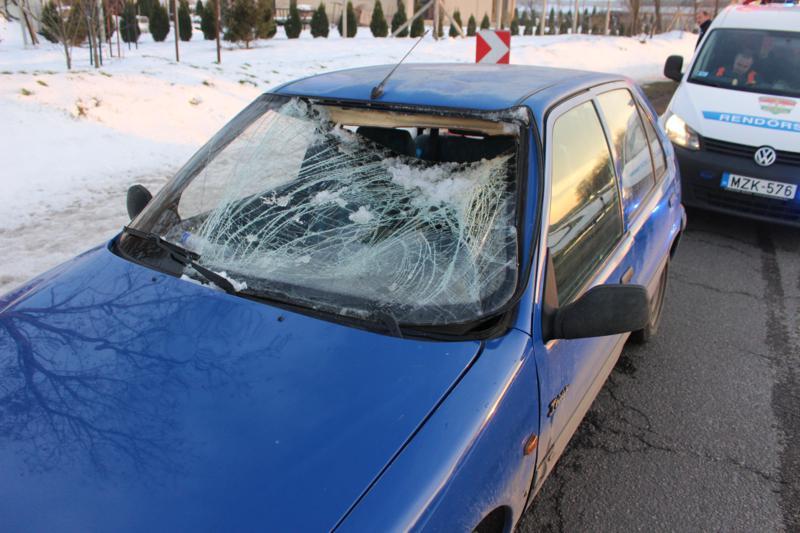 Ismét balesetet okozott egy kamion tetejéről lezuhanó jégdarab