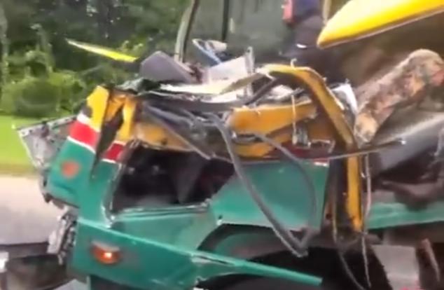Döbbenetes! Vezetőfülke nélküli teherautóval közlekedett