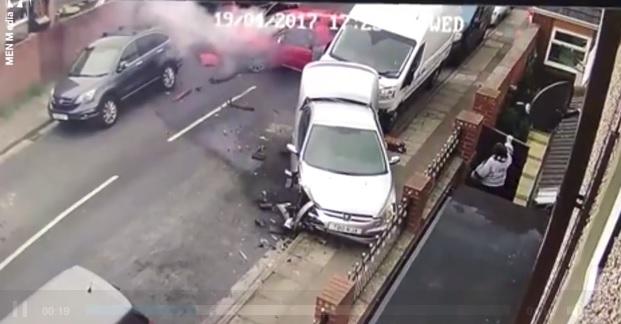 Videó: Parkoló autóba csapódott járművével egy férfi, elképesztő trükkel akart kibújni a felelősség alól