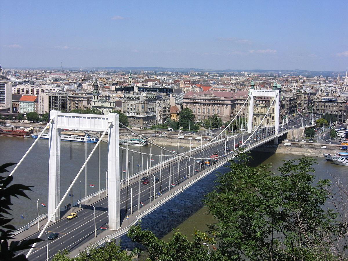 Lezárják az Erzsébet híd egy részét hétvégén