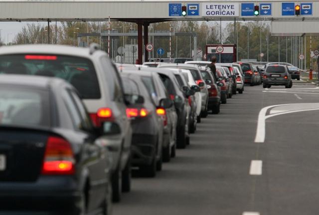 Autóznál a hosszú hétvégén? Ezt üzenik a rendőrök