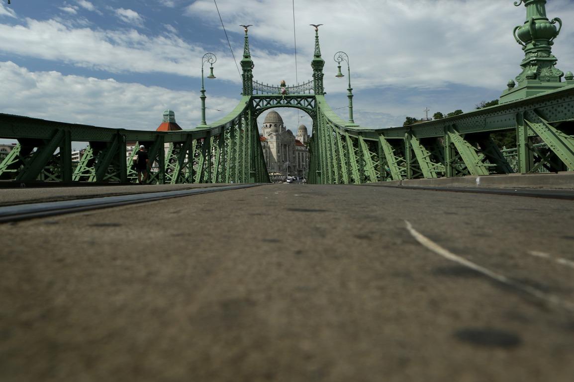 Négy nyári hétvégére a gyalogosoké a Szabadság híd