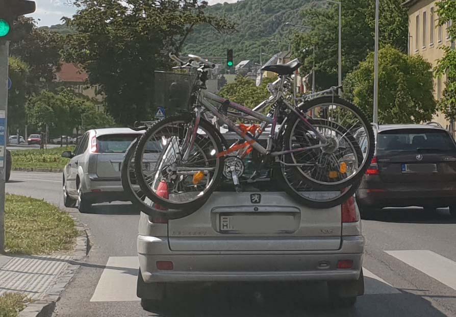 Karanténból kiszabaduló, főként motorosok, bringások: Figyelem!