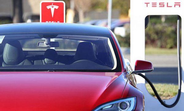 A beígért olcsó Tesla valójában húszmillióba kerül, és várni kell rá