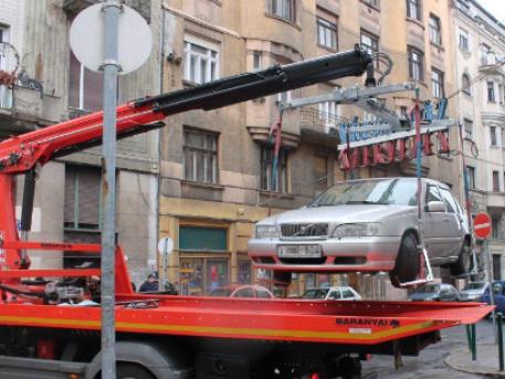 Figyelmeztetés nélkül szállították el az autókat egy filmforgatás miatt Ferencvárosban