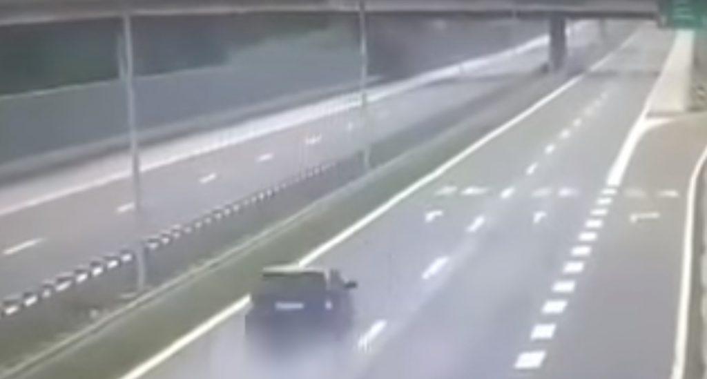 Közzétették a felvételt a Bosznia-Hercegovinát megrázó autóbalesetről