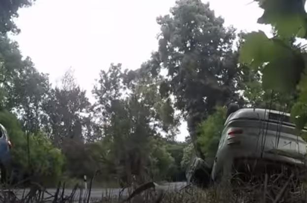 Videó- Megrendezett a rendőrség egy súlyos balesetet. A sofőrök reakciója megdöbbentő