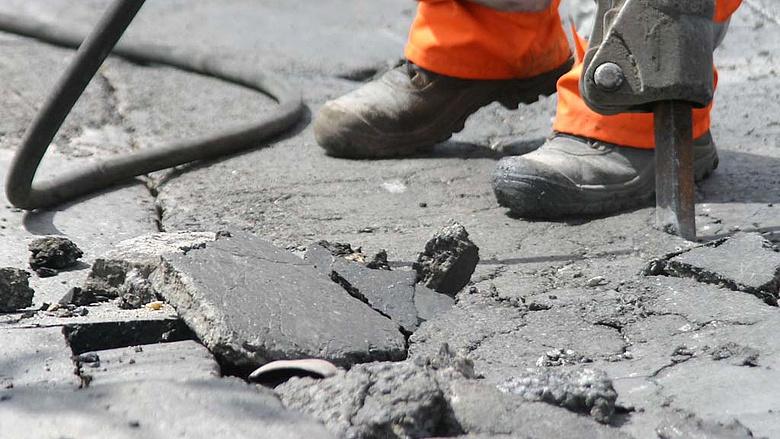Egy helyi lakos feljelentése miatt Tarlós leállította a Szentendrei út felújítását