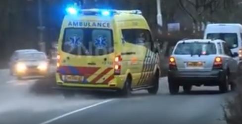 Videó – Ez a sofőr nem igazán volt tisztában azzal, mit kell tenni, amikor szirénázó esetkocsi közeledik
