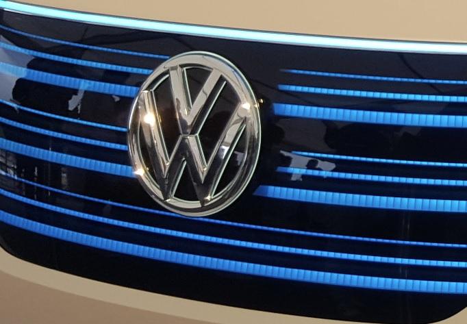 Több, mint 220 ezer autót hív vissza a Porsche és a Volkswagen