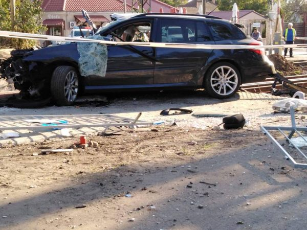 Fotók – Vonat és autó ütközött péntek délután a 17. kerületben, többen megsérültek