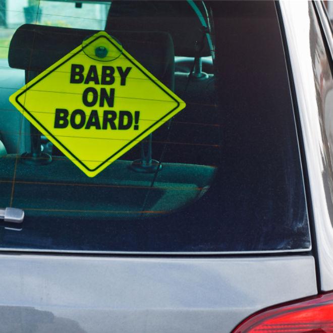 Négy és fél éves gyermek vezetett autót Nagyváradon, balesetet okozott