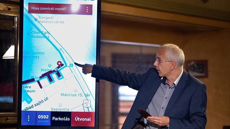 Új, okos parkolási rendszert tesztelnek Budapesten